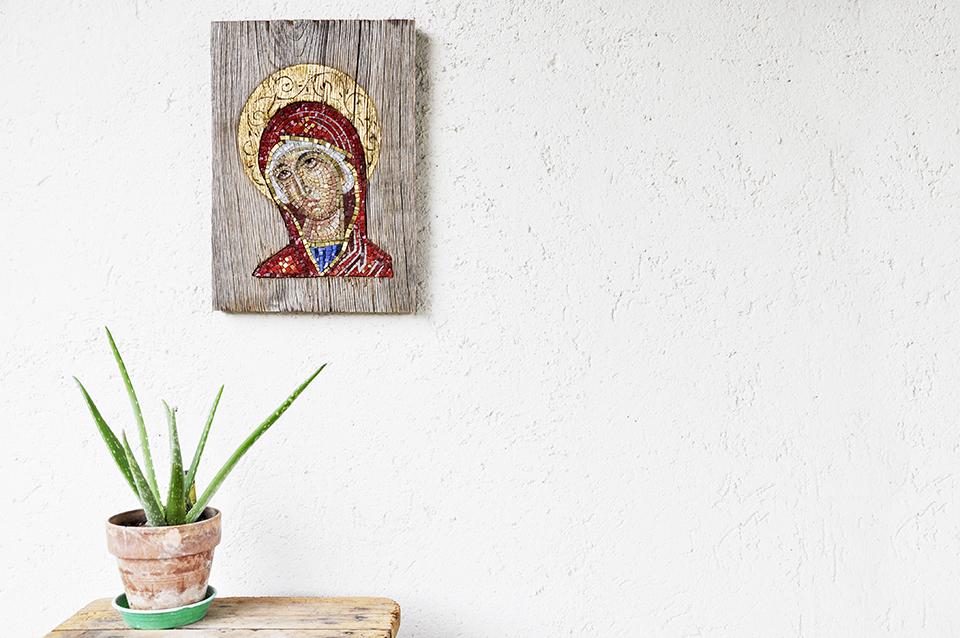 Madonna in rosso . Omaggio a Blasios Tsotsonis